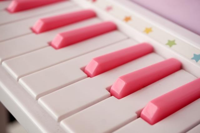 おもちゃピアノ